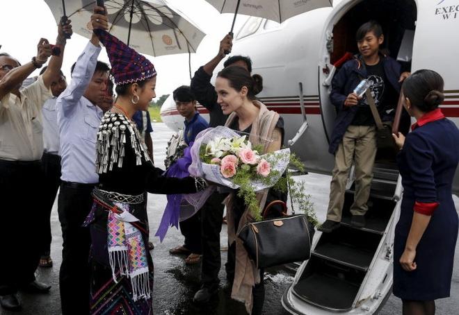 Angelina Jolie se bi mat sang Viet Nam tu Campuchia? hinh anh 2