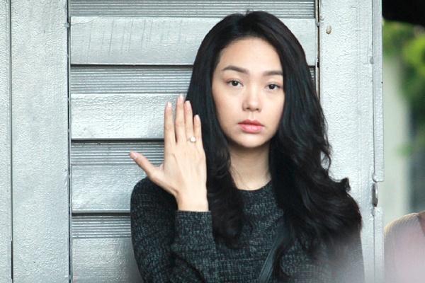Minh Hang dien nhieu canh man nong trong phim moi hinh anh