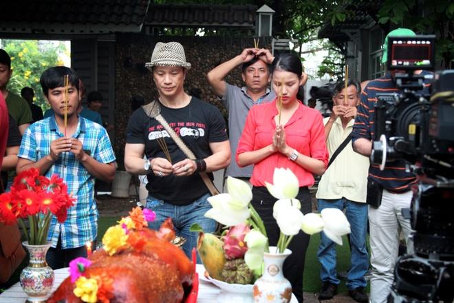 Minh Hang dien nhieu canh man nong trong phim moi hinh anh 7