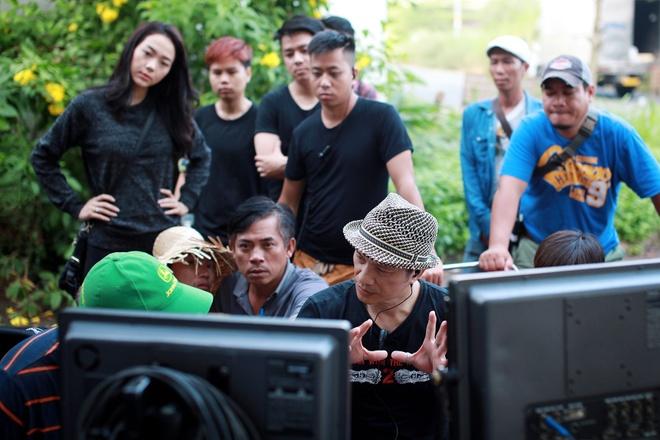 Minh Hang dien nhieu canh man nong trong phim moi hinh anh 8