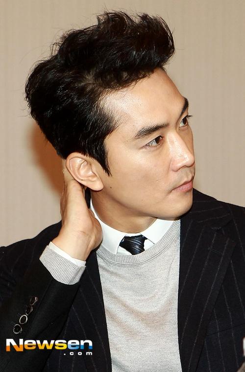 Lee Young Ae lo ve gia nua ben canh Song Seung Hun hinh anh 5