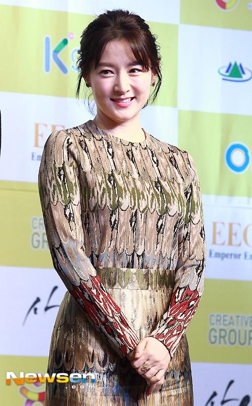 Lee Young Ae lo ve gia nua ben canh Song Seung Hun hinh anh 4