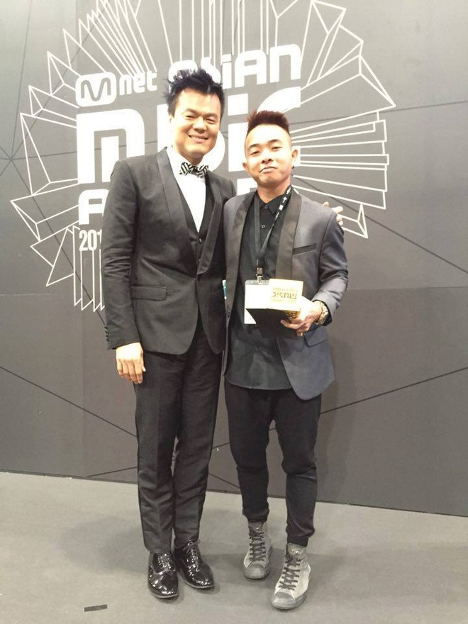 Phuc Bo nhan giai MAMA 2015 cung ong chu nha JYP hinh anh 1
