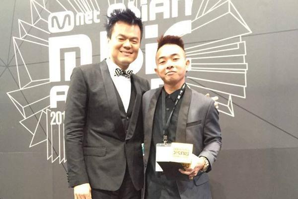 Phuc Bo nhan giai MAMA 2015 cung ong chu nha JYP hinh anh