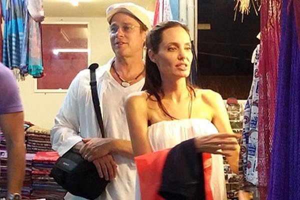 Angelina Jolie - Brad Pitt di cho troi o Campuchia hinh anh