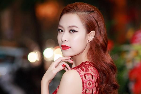 Hoang Thuy Linh quyen ru voi vay ren do o su kien hinh anh