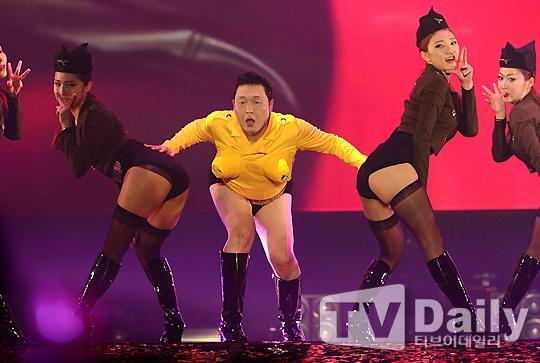 Psy gay choang voi man ban phao sang bang nguc gia hinh anh 3