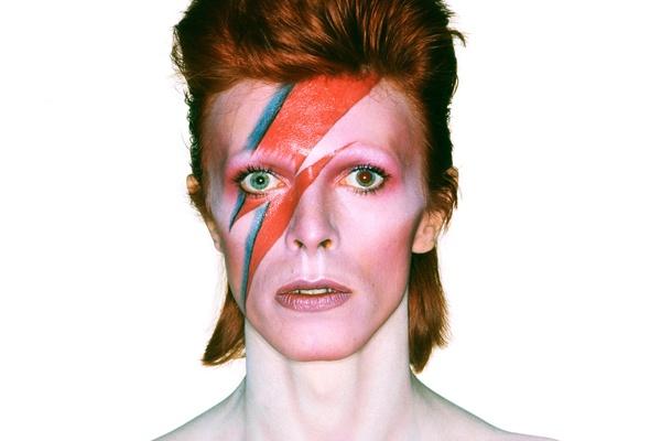 Sao Han dong loat dang anh tuong nho David Bowie hinh anh