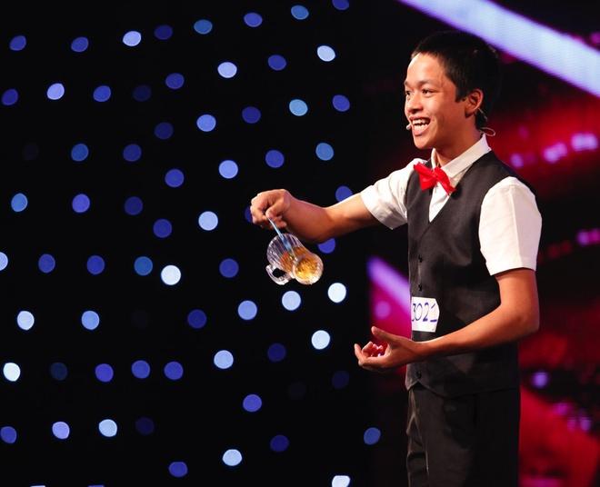 Tran Thanh khoc - cuoi tren san khau Vietnam's Got Talent hinh anh 3