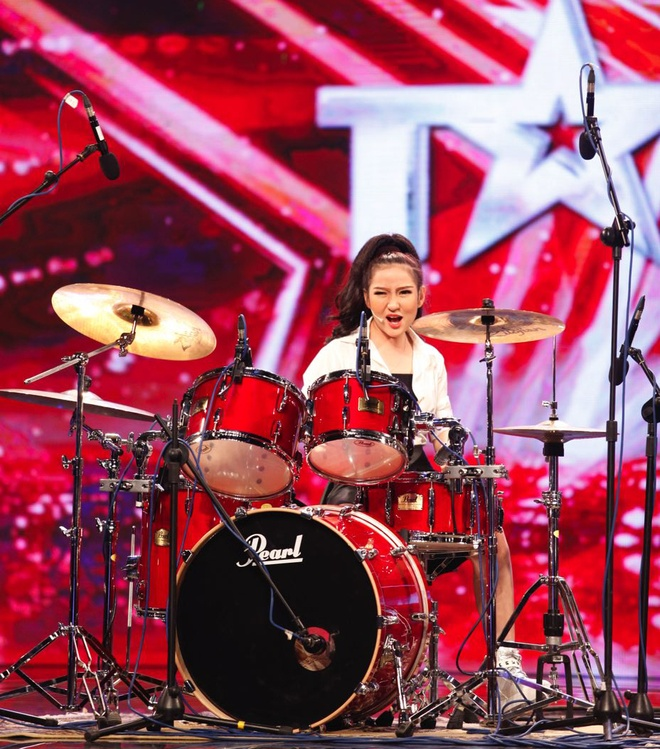 Tran Thanh khoc - cuoi tren san khau Vietnam's Got Talent hinh anh 11