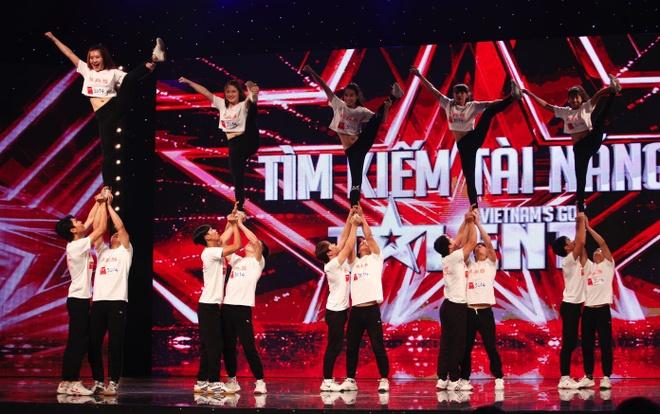 Tran Thanh khoc - cuoi tren san khau Vietnam's Got Talent hinh anh 10