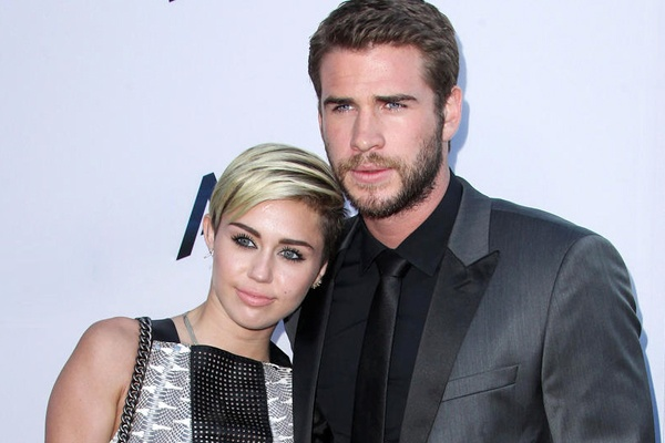 Miley Cyrus tai dinh hon cung Liam Hemsworth hinh anh