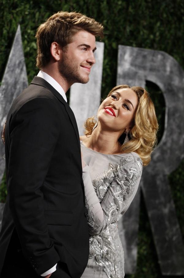 Miley Cyrus tai dinh hon cung Liam Hemsworth hinh anh 2