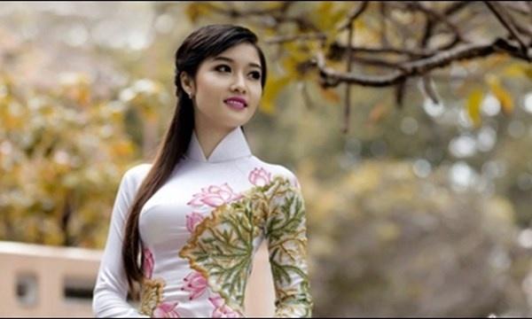 Nhung hoa hau, a hau Viet sinh nam Than hinh anh 4