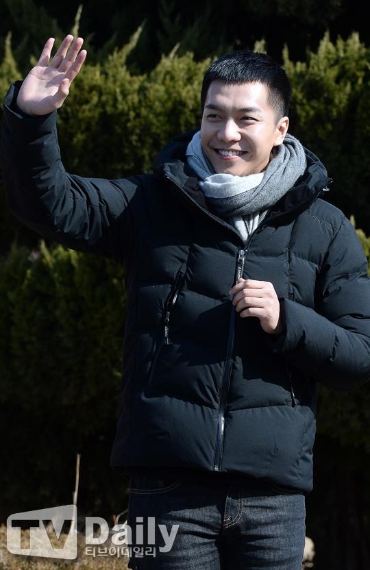 Lee Seung Gi tuoi roi nhap ngu trong vong vay cua fan hinh anh 2