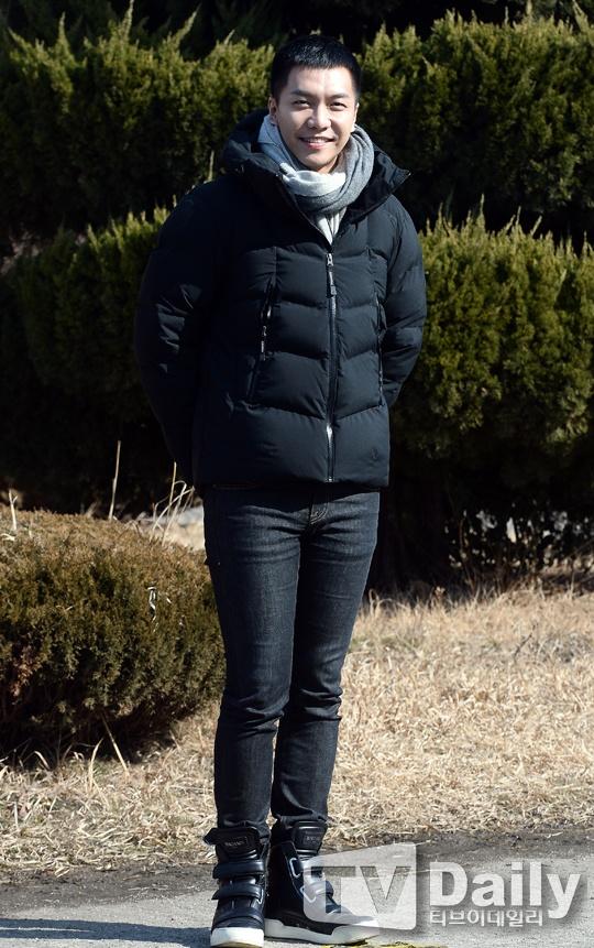 Lee Seung Gi tuoi roi nhap ngu trong vong vay cua fan hinh anh 4