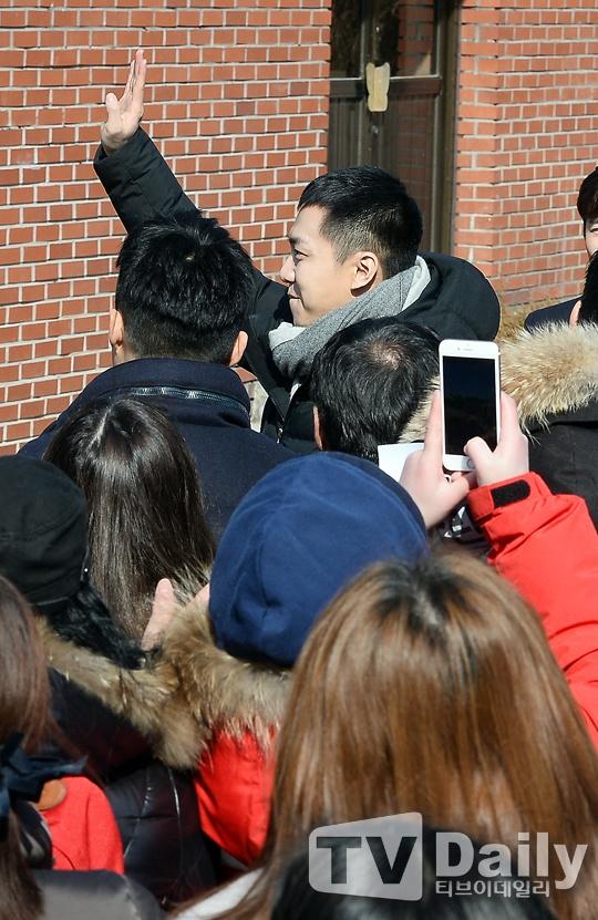 Lee Seung Gi tuoi roi nhap ngu trong vong vay cua fan hinh anh 5