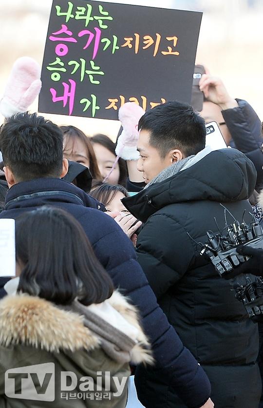 Lee Seung Gi tuoi roi nhap ngu trong vong vay cua fan hinh anh 6