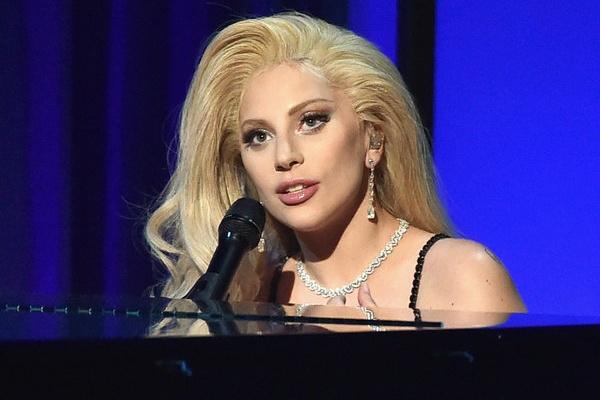 Lady Gaga se hat tuong nho David Bowie tren san khau Grammy hinh anh