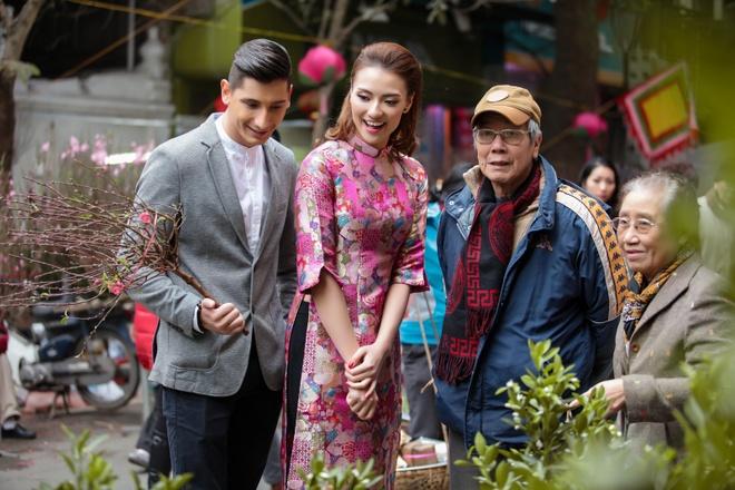 Hong Que dua ban nhay ngoai quoc dao pho Tet Ha Noi hinh anh 5