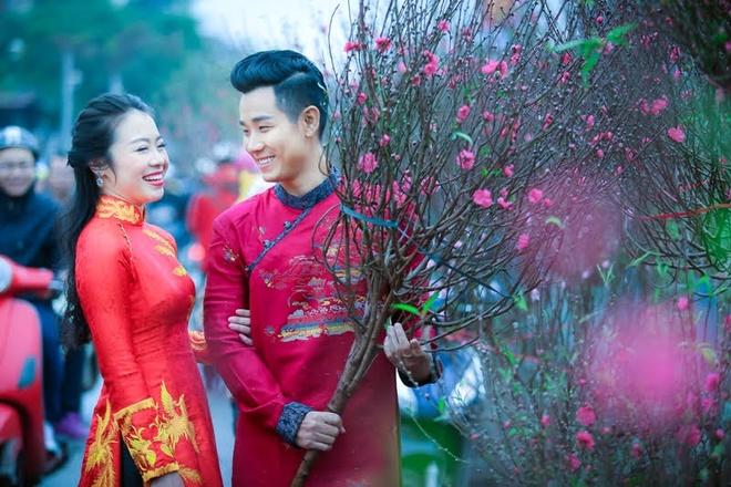 Nguyen Khang dien ao dai di mua hoa o Ha Noi hinh anh 2