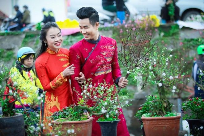Nguyen Khang dien ao dai di mua hoa o Ha Noi hinh anh 3