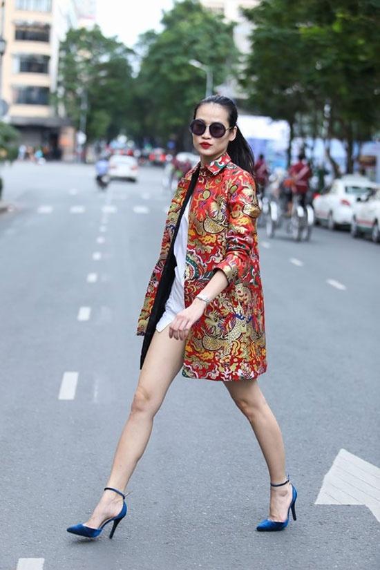 My nhan Viet lang xe xu huong vay ao gam tinh te hinh anh 4