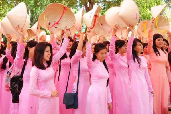 TP HCM van dong phu nu toan thanh pho mac ao dai hinh anh