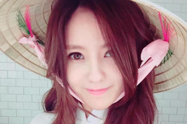 Hyo Min (T-ara) doi non la, mac ao dai chao fan Viet hinh anh