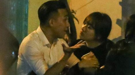 Tran Thanh - Hari Won tay trong tay di an khuya hinh anh