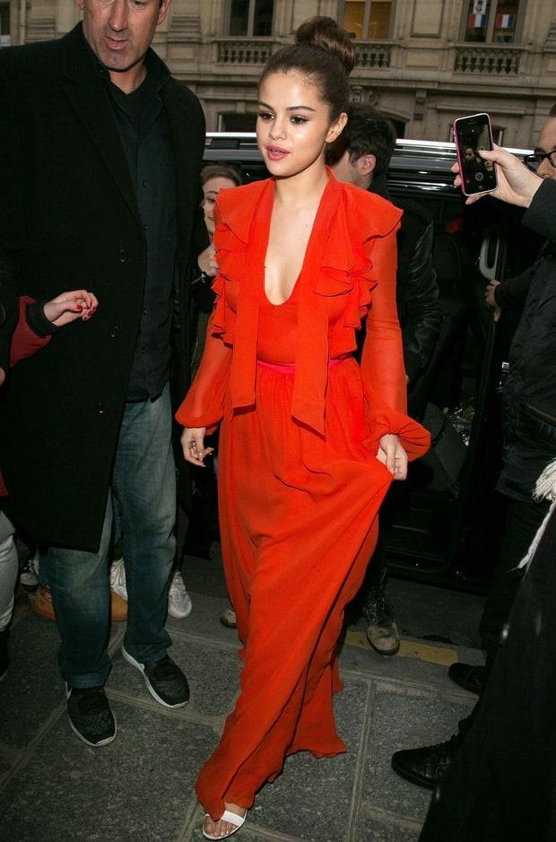 Selena Gomez bien hoa phong cach trong 3 ngay hinh anh 2