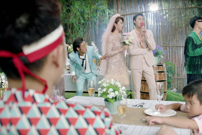 Truc Nhan ngoai doi co an mac loe loet nhu trong MV 'Sang mat chua'? hinh anh 3