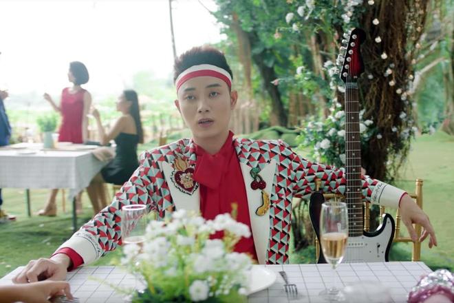 Truc Nhan ngoai doi co an mac loe loet nhu trong MV 'Sang mat chua'? hinh anh 1