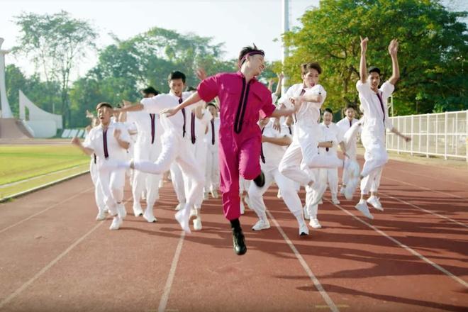 Truc Nhan ngoai doi co an mac loe loet nhu trong MV 'Sang mat chua'? hinh anh 4