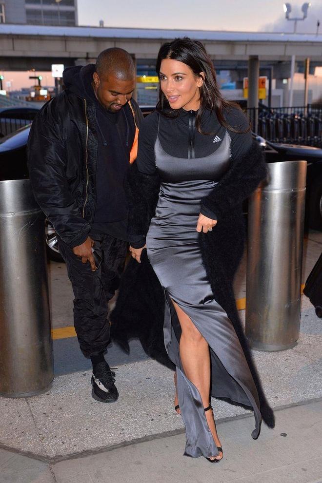 Kim Kardashian va nhung lan khoe than qua da khi xuong pho hinh anh 5