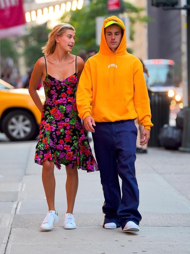 Justin Bieber xuong pho trong nhu ong chu du vo an dien xinh dep hinh anh 10