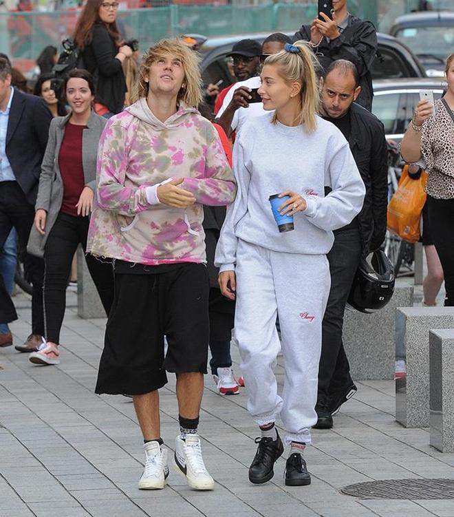 Justin Bieber xuong pho trong nhu ong chu du vo an dien xinh dep hinh anh 2