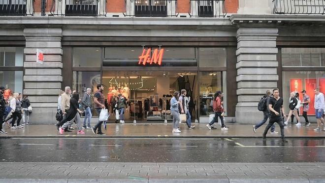 Zara va H&M dong hang tram cua hang, chuyen sang ban online hinh anh 1