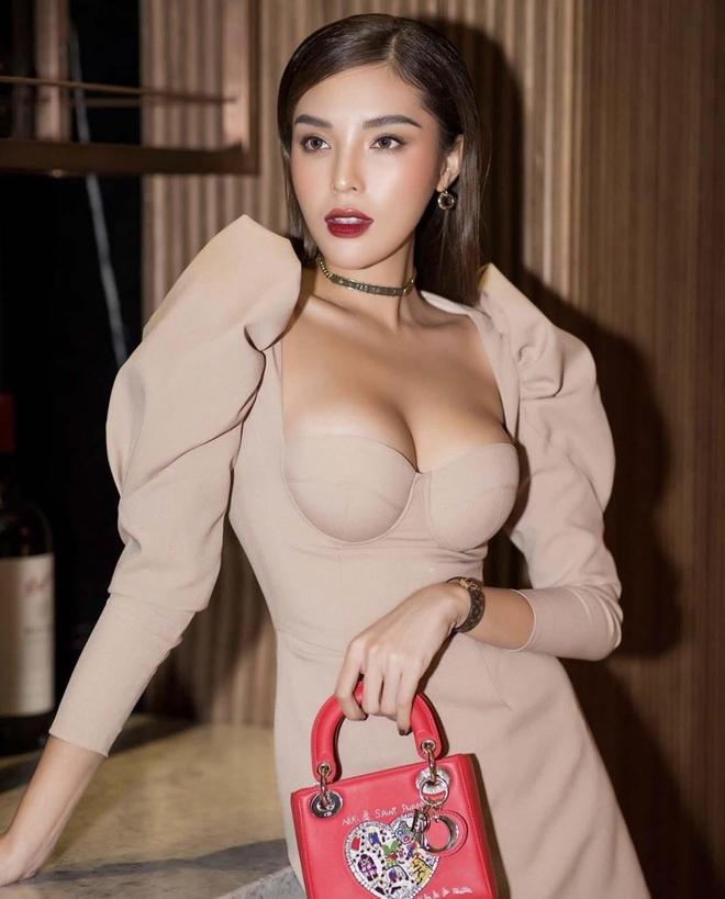 Ky Duyen chuong mot khoe vong mot, H'Hen Nie doi style lien tuc hinh anh 1
