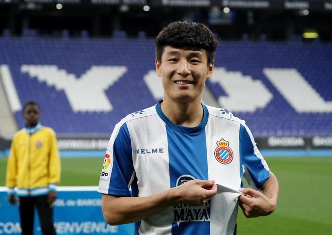 Wu Lei tro thanh cau thu chau A hay nhat La Liga mua nay hinh anh 1