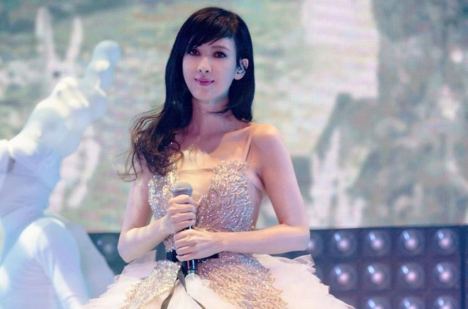 'Bieu tuong sac dep' Chau Hue Man tre trung, goi cam o tuoi 52 hinh anh 2