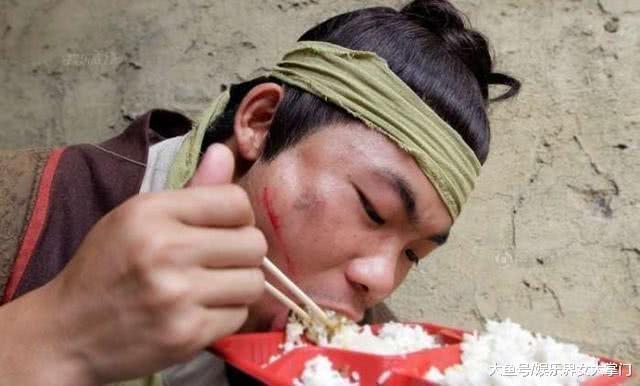 Canh tui nhuc cua dien vien quan chung o Trung Quoc hinh anh 13