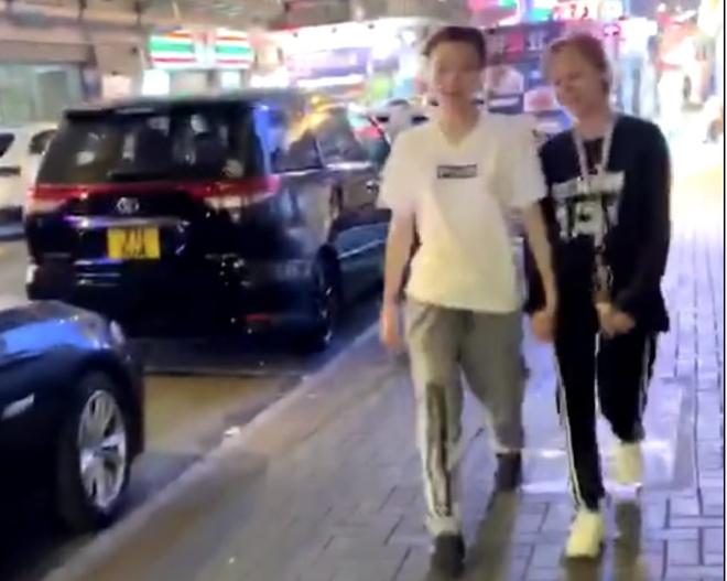 Con gai Thanh Long chat vat kiem tien nuoi ban doi dong tinh hinh anh 1
