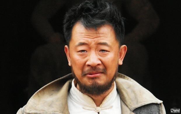 Tai tu 'Tan Ben Thuong Hai' song dua vao cha sau scandal mua dam hinh anh 2
