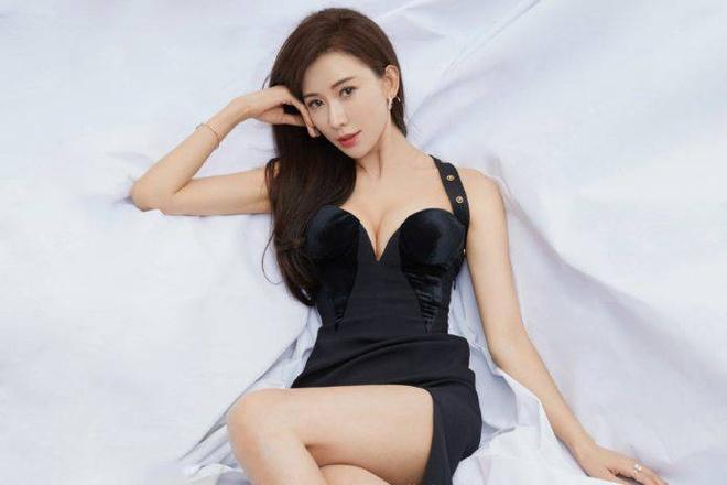 Lam Chi Linh - sieu mau bi dieu tieng vi anh kheu goi, on ao ban dam hinh anh 1