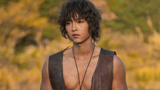 Hau ly hon, Song Joong Ki o an, don suc cho cong viec hinh anh 1