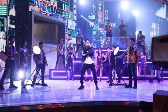 A hau Hong Kong nhay sexy mung ngay thanh lap TVB hinh anh 11