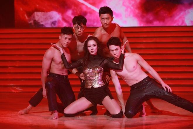A hau Hong Kong nhay sexy mung ngay thanh lap TVB hinh anh 5