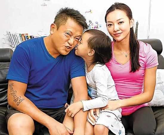 Tai tu TVB ly hon sau khi phat hien vo nhieu nam ngoai tinh hinh anh 1 f62cfypyuvc3352293.jpg