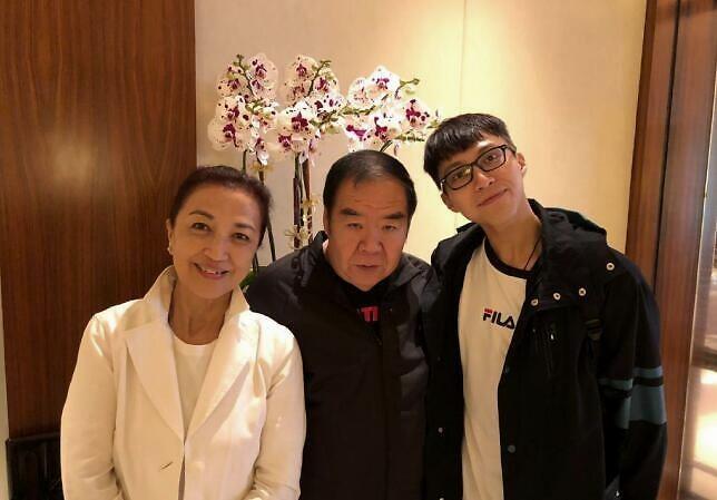 Anh de Hong Kong quyen tien cho Vu Han du gia canh khon kho hinh anh 1 16e7d9e33f1b4d589f802575d9caa8ff.jpeg